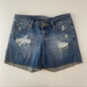 Refuge Distressed Denim Shorts Size 4
